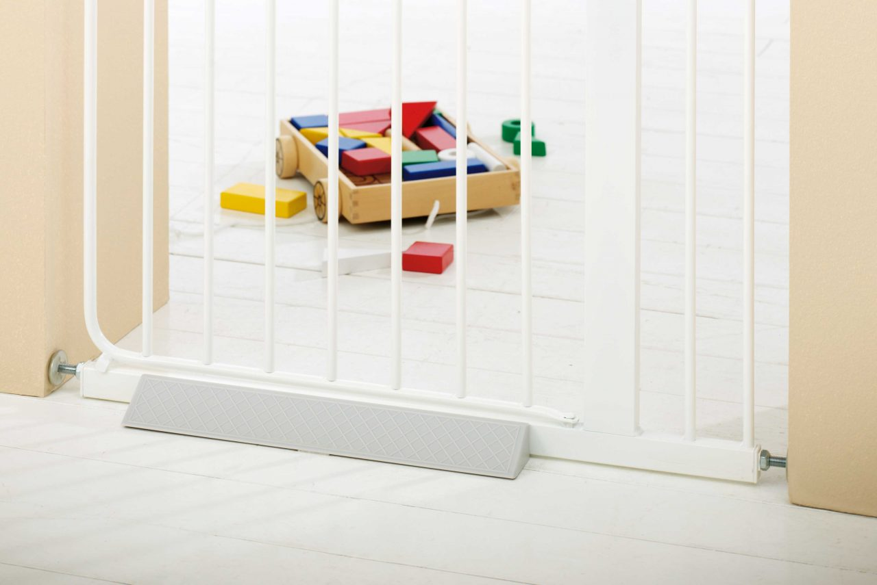 Step plate safety gate